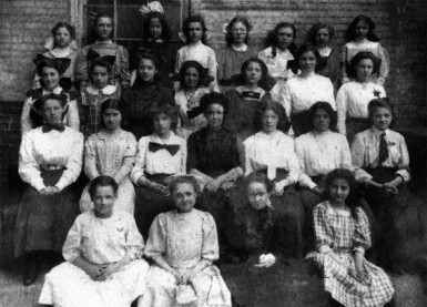 Mildred Cuneo and her grade school class